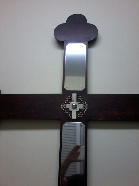 Una cruz de difuntos recuerda a los hermanos fallecidos de la ...