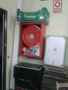 boca de incendio como estanteria