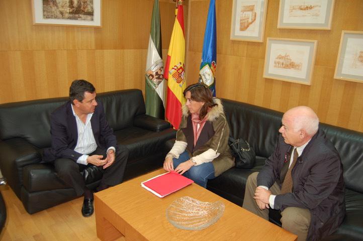Loaiza recibe y felicita a los directivos del banco de alimentos de la provincia el castillo - Banco de alimentos de las palmas ...