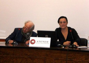 Muñoz Rey durante la conferencia.