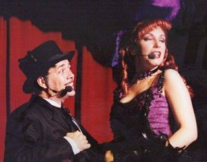 Interpretando a su personaje en 'Saloon' (Port Aventura)