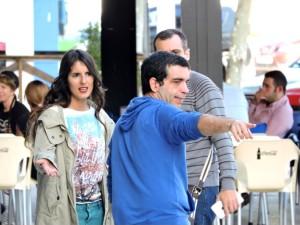 Jaime Contreras con los actores, en el último rodaje.