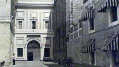 La antigua puerta del Hospital.