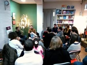 Durante la charla en la Librería.