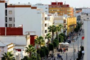 Una vista diferente de la Calle Real de San Fernando.
