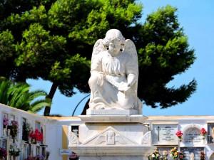 Ángel en el Cementerio de San Fernando, donde se encuentra la fosa común de los fusilados.