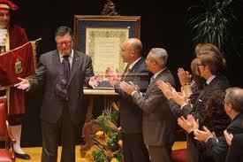 Alfonso Berraquero García recibiendo su distinción.